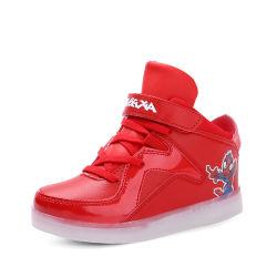 新しい型の方法女性PUの上部の高い上LEDのスポーツのローラースケートの靴