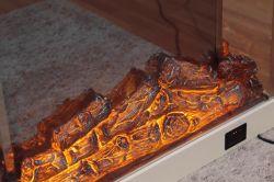 Foyer électrique avec le joli feu flamme un poêle à bois de la télécommande