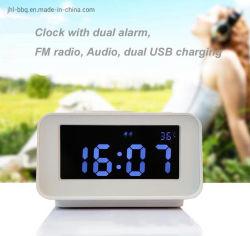De Hoogste Klok van het bureau en van de Tablet met het Dubbele Laden USB van de Spreker van de FM van het Alarm Radio Dubbele en Ontworpen de Vertoning van de Temperatuur voor het Gebruik van het Hotel en van het Motel