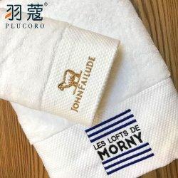 100%年の綿の柔らかく白いカスタム刺繍のロゴのホテル浜のスポーツの浴室タオル