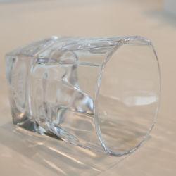 ويسكي باردة زجاجيّة [وتر غلسّ] يكشّر عصير جعة [وورلد كب]