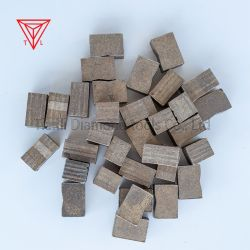 ダイヤモンドの具体的な大理石の花こう岩のためにセグメントを採鉱することを鋸歯の切削工具をふりをしなさい
