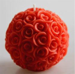 2%の自然なオイルの香料入りの球の蝋燭が付いているローズの赤い花