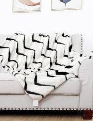 波によって印刷されるプラシ天の毛皮毛布の白く総括的な新生の総括的なカスタム形の敷物ののどの敷物のホーム織物