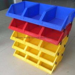 Industrieller Lager-Speicher, der Plastikkasten für Schrauben und Muttern auswählt