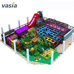 De nieuwe Binnen Grote Gymnastiek van de Speelplaats met Trampoline voor Volwassenen en Kinderen