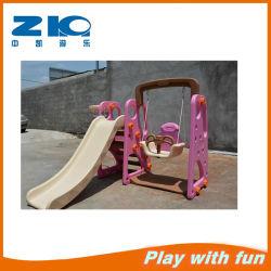 幼稚園の子供の遊び場のプラスチックスライド子供のためのバスケットボール