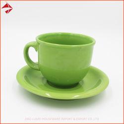 陶磁器カラーによって艶をかけられたコーヒーカップか陶磁器のコーヒー・マグまたはコーヒー・マグはギフトのためにセットした