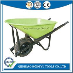 La costruzione lavora la riga della barra di rotella con la benna verde (WB7804)