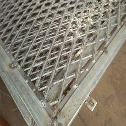 С покрытием из ПВХ и оцинкованных утюг разорванные предельно колючей проволоки