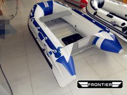 Quatre de six personnes tapis aérienne militaire de divertissement à bas prix plancher plancher en fibre de verre de couleur blanche bateau sport gonflable pour le commerce de gros