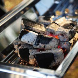 長続きがするすべての自然で低い灰の堅材の棒のバーベキューの木炭