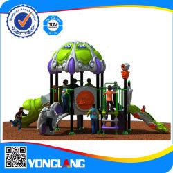 La estructura de los niños juegan al aire libre para la escuela