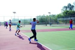 Haute qualité pour le champ de tennis en gazon artificiel Gazon synthétique pour les sports de loisirs de l'herbe