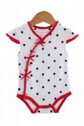 新しい到着の赤ん坊の摩耗によって編まれる有機性子供の衣服