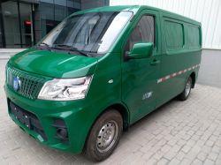 Почтовый транспорт чистый электрический микроавтобусе в автомобиле
