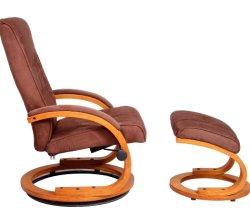 デラックスベッドルームのソファには木製のロール布張りのラウンジチェアリビングが備わっている 部屋の椅子