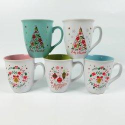 2020 de Nieuwe Ceramische Mok van het Ontwerp van Kerstmis met Handgreep