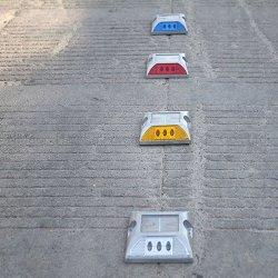 IP68 impermeabilizzano l'indicatore luminoso solare alimentato solare del lampeggiatore di Outliner della strada del riflettore della vite prigioniera della strada per avvertimento di sporgenza di sicurezza dei segni dell'alluminio