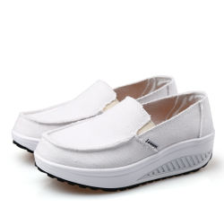 キャンバスのソックスの靴の快適なプラットホームの振動のウェッジの歩くスリップを高めるHellosportの女性のカスタム適性の動揺の高さ