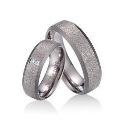 反アレルギーのスムーズなシンプルな設計チタニウムの鋼鉄黒い指リングメンズリング