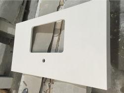 白い人工的な磨かれた表面の水晶石の台所カウンタートップ