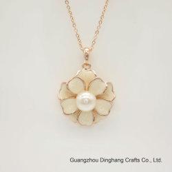 Jóias de electroforese Electroplate & Acabamento de cozedura branco flor imitação incrustada Pearl Colar corrente fina pendente para jóias Fêmea
