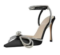 滑走路様式の Glitter のラインストーンの女性ポンプ水晶 Bowknot サテンの女性 靴