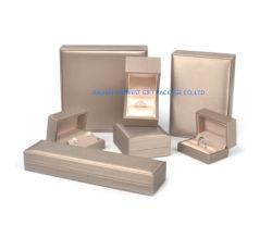 Schmucksache-Geschenk-Kasten-Schmucksache-gesetzter Kasten mit dem Gold-PU-ledernen Oberflächenplastikknochen und Schaumgummi innerhalb des Kappen-und Unterseiten-Typen