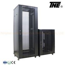 ネットワークは高い換気の六角形の穴のアークによって出されるドアが付いているラックを断絶する