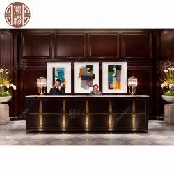 豪華なデザインホテルは絵画が付いている大理石および木製のベニヤが付いているカスタマイズされたフロントデスク表を使用した