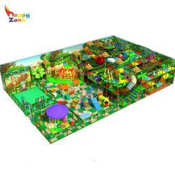 En standard de l'équipement de terrain de jeu dans la jungle au supermarché pour les enfants Les enfants