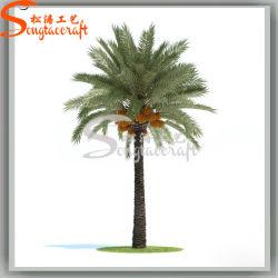 Сад оформлены искусственные сроки пальмами