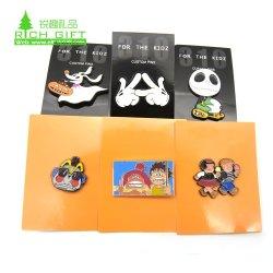 Fabricante de China sin mínimo de diseño personalizado de aleación de zinc metal blando Pin como Halloween Horror Pins con esmaltado duro Aval Card