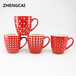 La glaçure de couleur rouge tasse à café en céramique avec des autocollants de Polka Dot