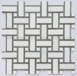 자연 흰색 대리석 모자이크 타일이 벽 또는 바닥에 있습니다