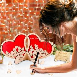 Libro de visitas de madera para la boda con el amor en el interior del corazón