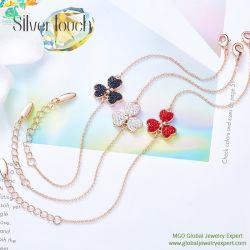 MGOの宝石の宝石類の工場は直接水晶黒い赤4の葉のクローバーの宝石用原石の女性のブレスレットを販売する