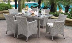 セットされる屋外の家具のテラスの7部分の長方形のダイニングテーブルおよび椅子洗濯できるクッションが付いている全天候用枝編み細工品および緩和されたガラスの卓上