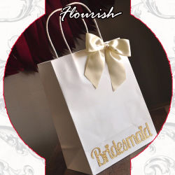 손잡이를 가진 백색 결혼식 포장 종이 봉지는 Bridemaid를 위해 머리를 숙이 맨다