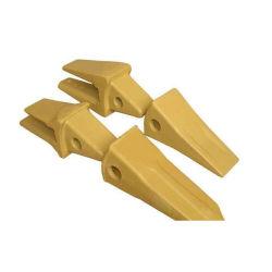 La construcción de la máquina excavadora Case soldadura en los dientes del cucharón