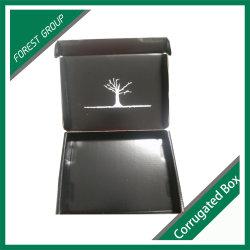 나무 장식이 있는 검은색 판지 입식 선물 상자