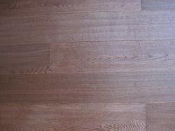 Chão em parquet de madeira de carvalho com lado Scrapted Vermelha e corados