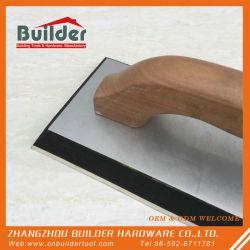 Strumento del hardware con la maniglia di legno
