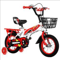 공장은 훈련 바퀴를 가진 새로운 아이들의 자전거를 도매한다