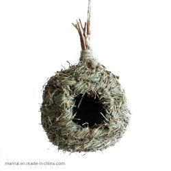 手によって編まれるCircularbirdのネストの屋外のシミュレーションの鳥の家の手によって編まれる鳥の家の鳥のネスト