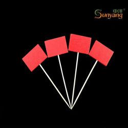 Il BBQ a gettare poco costoso perfezionamento gli spiedi/bastoni di bambù con la bandiera rossa decorativa