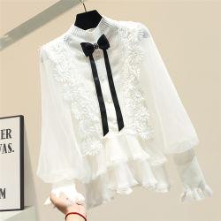 Moderner Chiffon- Spitzeknit-nähende Dame-weiße Hemd-Aktien