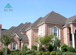 مواد البناء الصينية عالية الجودة، أحجار ملونة متينة على السطح ألواح سقف من الصلب مطلية ألواح السقف المعدنية البلاط