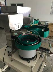 Automatische invoerbak voor kleine connectoren die worden gebruikt voor de montagemachine